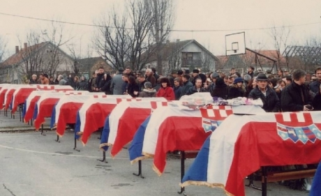 Croatia Slavonski Brod 1992 funeral of killed children photo: Udruga Travnik