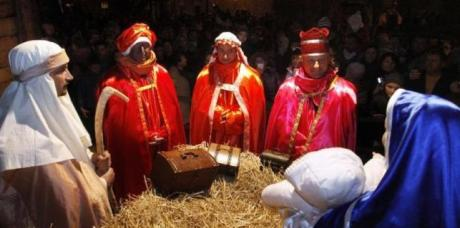 Croatia 2014: Live Nativity Scene with the Three Kings Each King brought baby Jesus one gift:  Gold – in recognition of His Majestic Honour;  Frankincense – for the glory of His Heavenly nature and  Myrrh – because they believed that He was a man and  that He will die for the sins of the people.  Photo: glasistre.hr