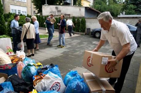 Zagreb, 18.05.2014 - Akcija prikupljanja pomoci za poplavljena podrucja ispred Krscanske adventisticke crkve