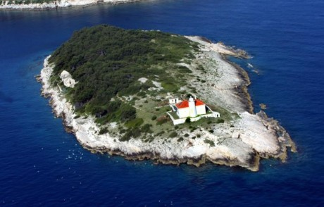 Host lighthouse Croatia