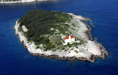 Host lighthouse Croatia