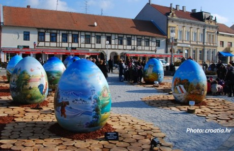 Town of Koprivnica has its own Easter egg display