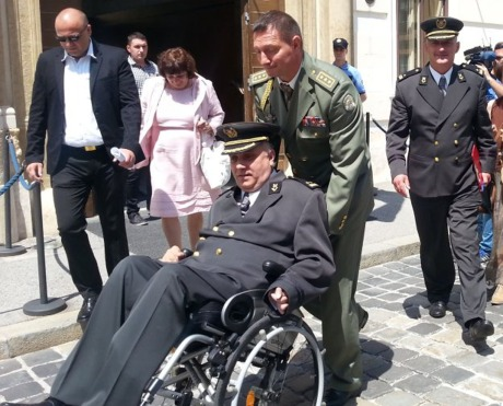 Croatian veterans Djuro Glogoski (in wheelchair) and Josip Klemm (pushing the wheelchair) head to meet with Croatia's Prime Minister for the first time since the veterans' protest commenced more than 200 days ago Photo: Index/Hina June 2015