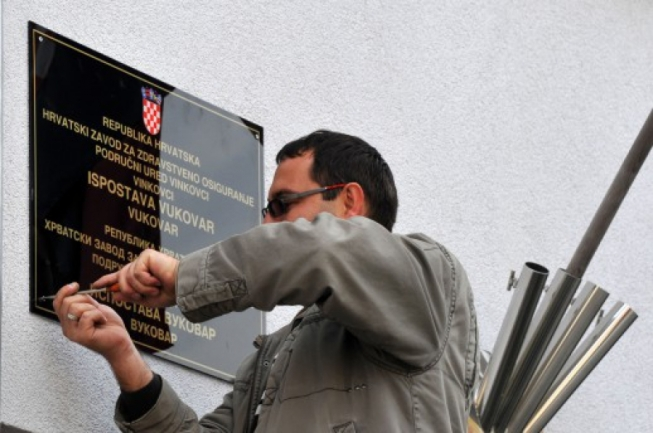 Bilingual signs with Serbian Cyrillic Removed from Vukovar's public buildings Photo: G. Panic