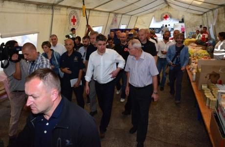 Croatian Prime Minister Zoran Milanoviuc inspects a refugee food and first aid tent
