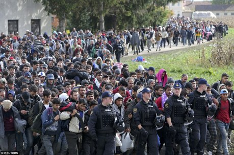 Walking to Brezice, Slovenia, From Croatia 23 October 2015 Photo: Reuters/Pixsell
