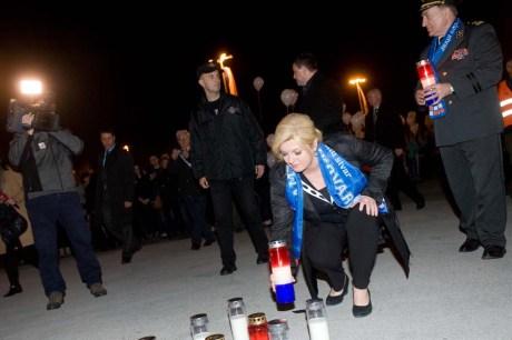 Croatia's President Kolinda Grabar-Kitarovic Lights the candles along Vukovar Street in Zagreb 17 November 2015 Foto: Darko Tomas / CROPIX