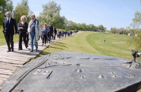 Ognjen Kraus, front left, head of Croatian Jewish Councils Coordination at Jasenovac 15 April 2016 Separate commemoration of victims of Holocaust Photo: Nikola Cutuk/Pixsell