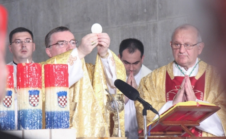 "Cardinal Josip Bozanic, celebrating the Eucharist, said in Zagreb on 25 June 2016: ""God has already celebrated the sainthood of Aloysius Stepinac, and whoever goes against his image, goes against God"". Photo: laudato,hr"