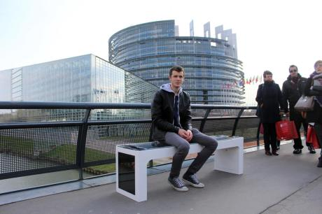 Ivan Mrvos on Steora Smart Bench EU Parliament, Strasbourg Photo: HINA / Andrina LUIÆ / mm
