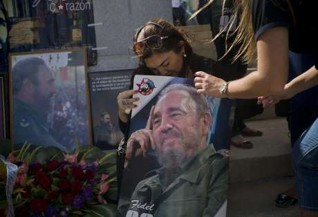 Cubans on Cuba mourn Fidel Castro's passing Photo: Ramon Espinosa/ Reuters