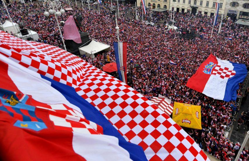 https://inavukic.files.wordpress.com/2019/04/croatian-flag-and-people.jpg